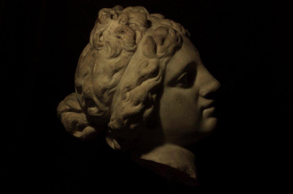Aphrodite de Cnide de Praxitèle profil droit