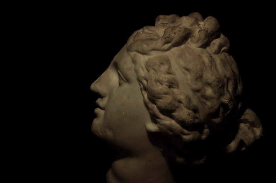 Aphrodite de Cnide de Praxitèle profil gauche